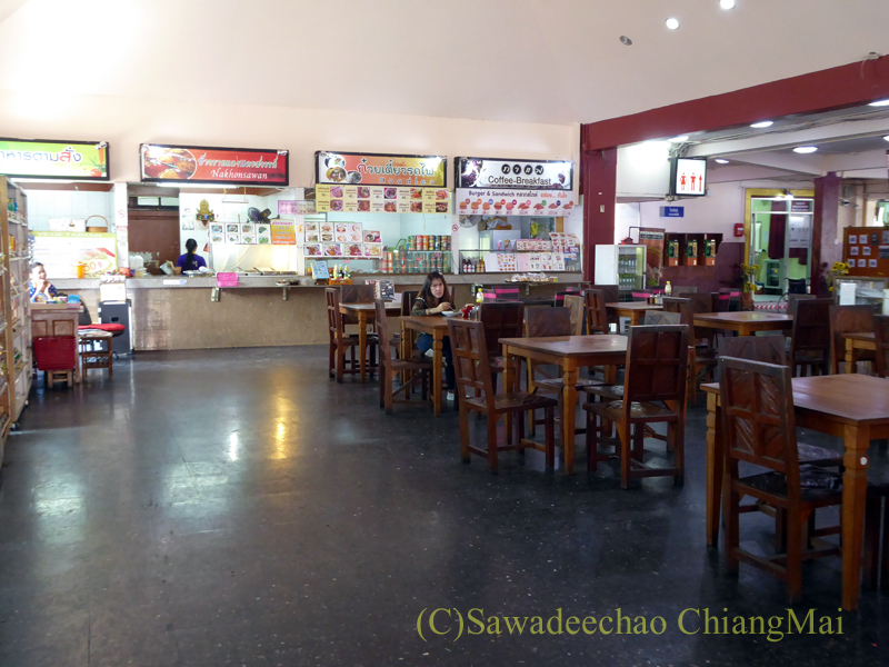 タイ国鉄チェンマイ駅のフードコート