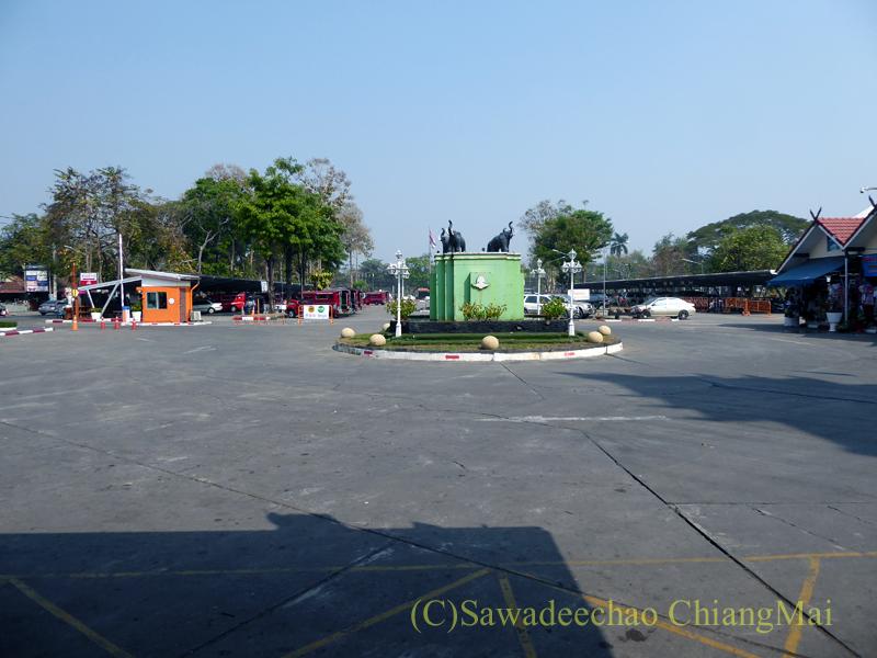タイ国鉄チェンマイ駅の駅前広場