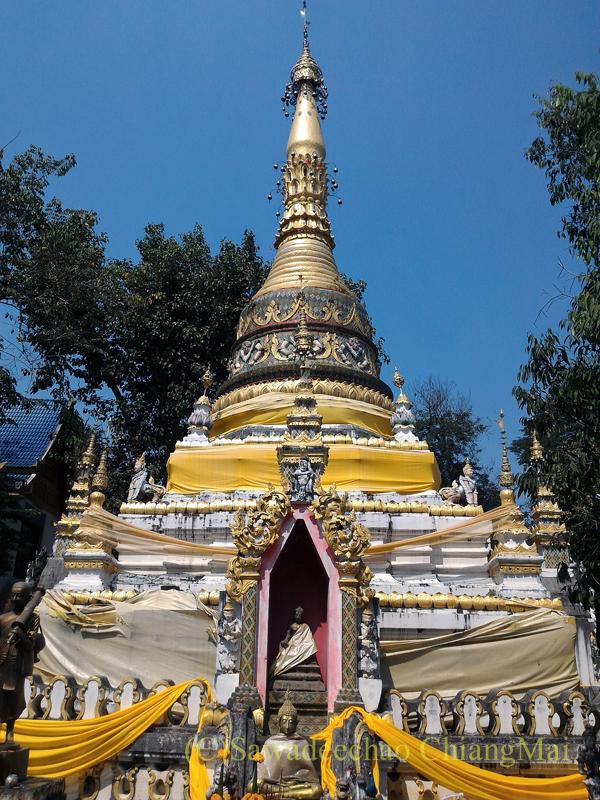 チェンマイのマーカブーチャー(万仏節)の日のワットチャイモンコンの仏塔