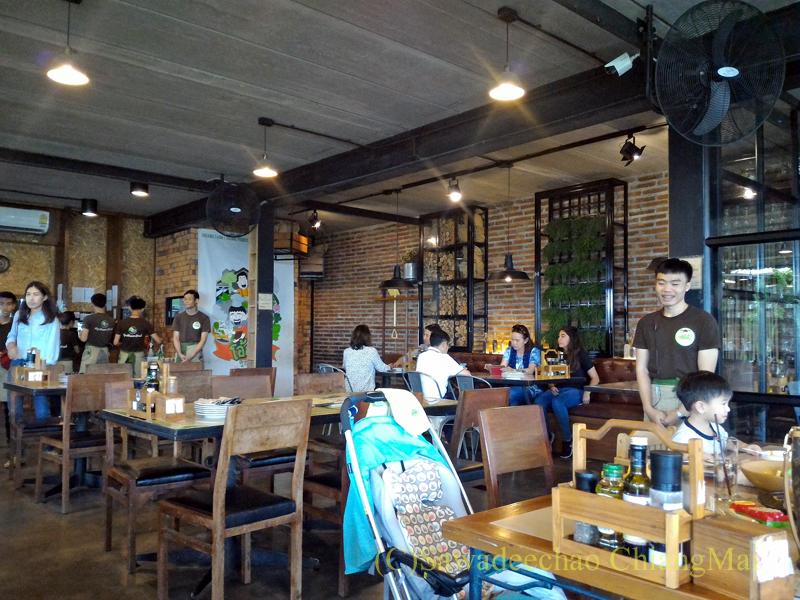 チェンマイのオーガニック農園レストラン、オーカチューのメイン客席エリア
