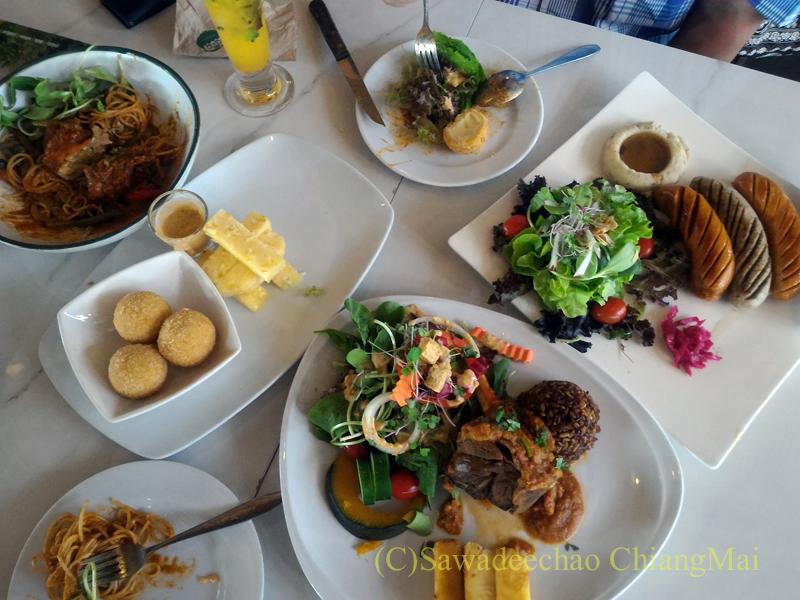 チェンマイのオーガニック農園レストラン、オーカチューの料理