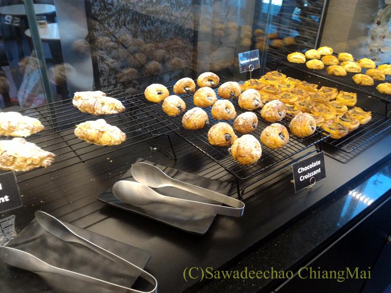 バンコク・スワンナプーム空港のTG国内線ラウンジのペストリーコーナー