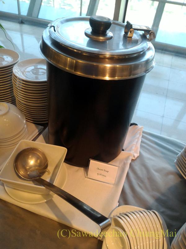 バンコク・スワンナプーム空港のTG国内線ラウンジのスープ