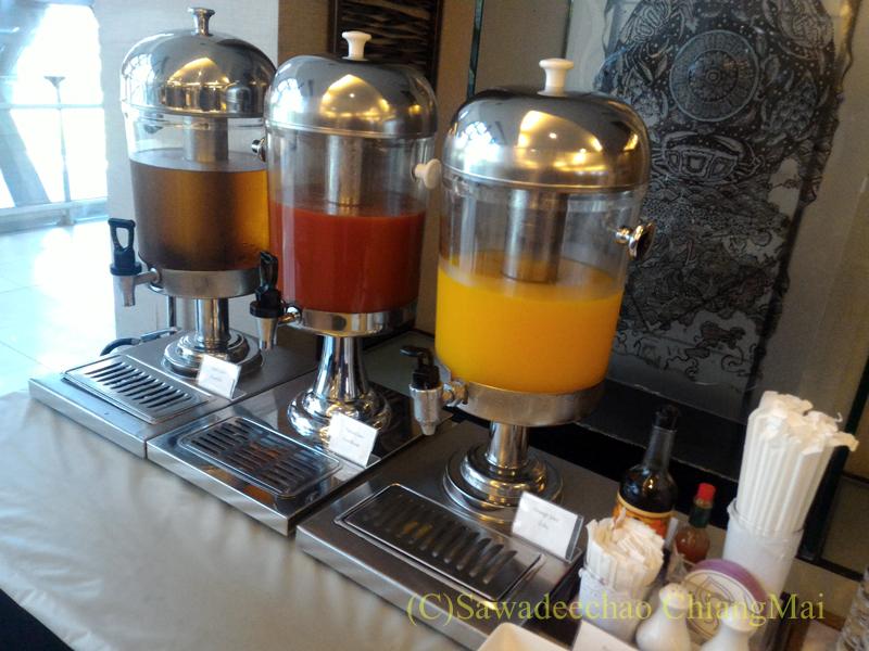 バンコク・スワンナプーム空港のTG国内線ラウンジのジュース類