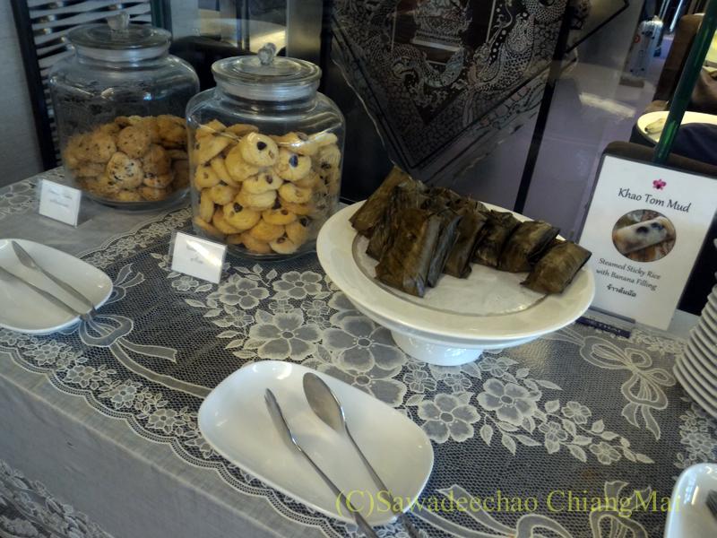 バンコク・スワンナプーム空港のTG国内線ラウンジの菓子類のコーナー