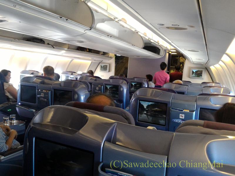 タイ国際航空TG110便ビジネスクラスのキャビン