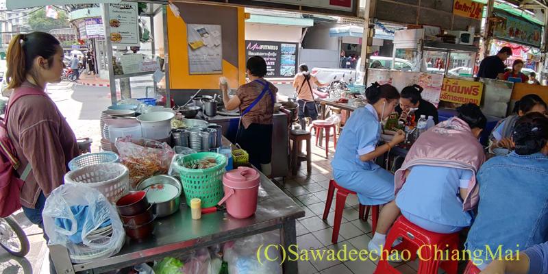 チェンマイにある麺類の店、シンブリーロットデートの店内
