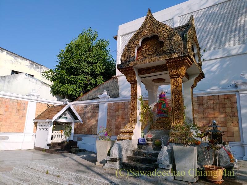 チェンマイ市内中心部にあるマンラーイ王廟
