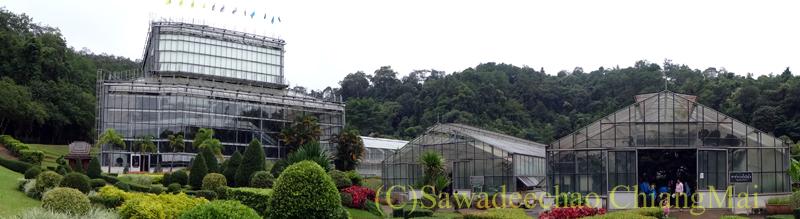 チェンマイ北部郊外にあるクイーンシリキット植物園の温室群