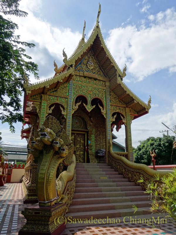 唯一存命のクルーバーがいるチェンマイの寺院ワットシードーンムーンの本堂
