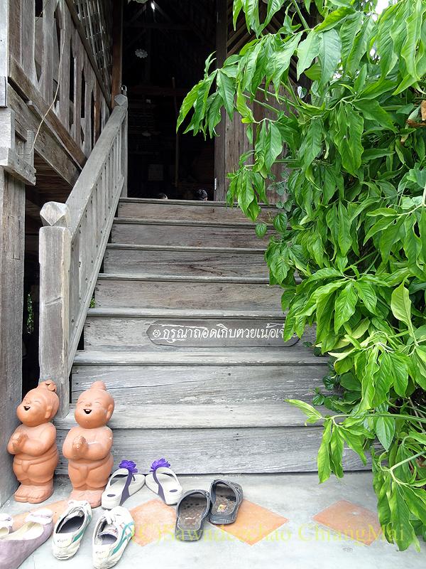 チェンマイにある北タイ料理レストラン、フアンチャイヨーンの階段