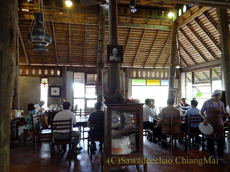 チェンマイにある北タイ料理レストラン、フアンチャイヨーンのサブの建物の内部