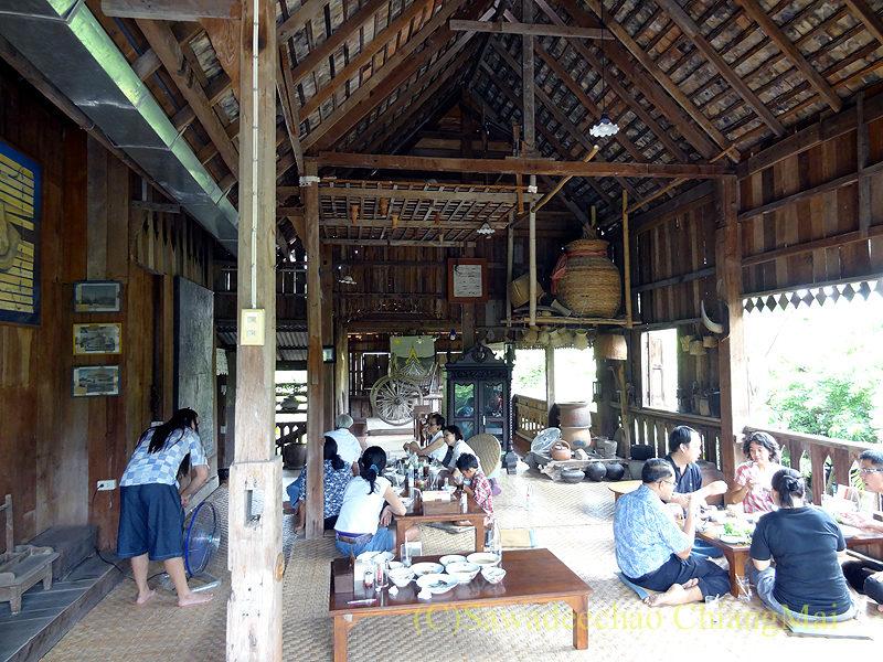 チェンマイにある北タイ料理レストラン、フアンチャイヨーンのメインの建物の2階
