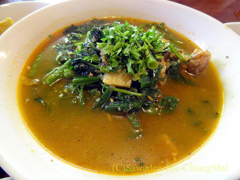チェンマイにある北タイ料理レストラン、フアンチャイヨーンのゲーンケーゴップ
