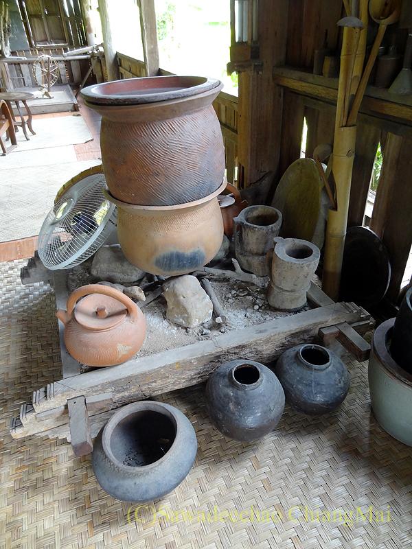 チェンマイにある北タイ料理レストラン、フアンチャイヨーンの民具