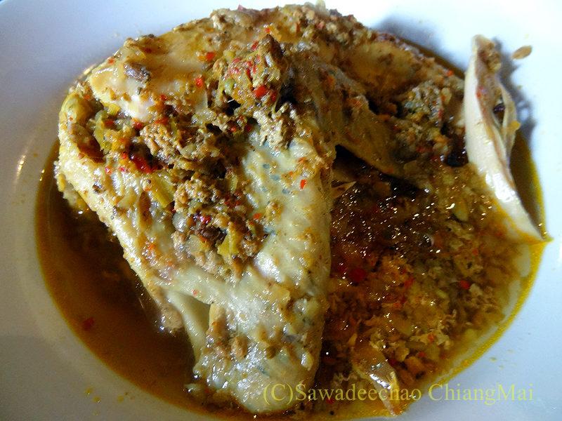 チェンマイにある北タイ料理レストラン、フアンチャイヨーンのガイヌンサムンプライ