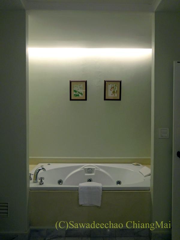チェンマイにあるピンナカラブティックホテル&スパのバスルーム