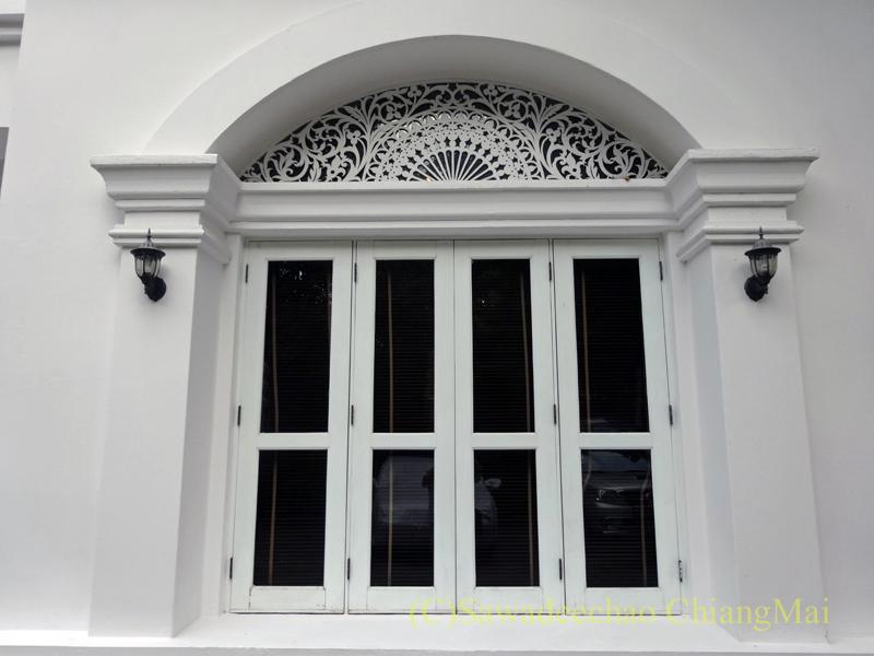 チェンマイにあるピンナカラブティックホテル&スパの窓
