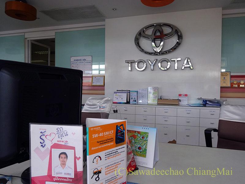 チェンマイのトヨタ自動車のサービスセンターのロビー