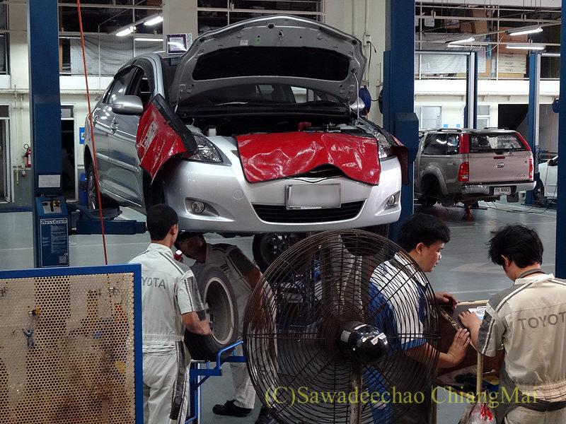 チェンマイのトヨタ自動車の整備工場で定期点検を受けた時の様子