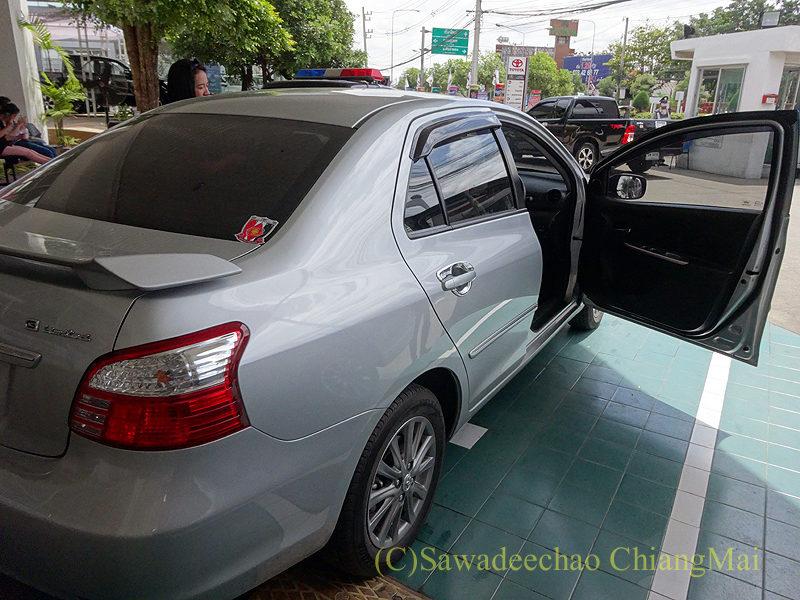 チェンマイのトヨタ自動車ディーラーの整備工場での見送り
