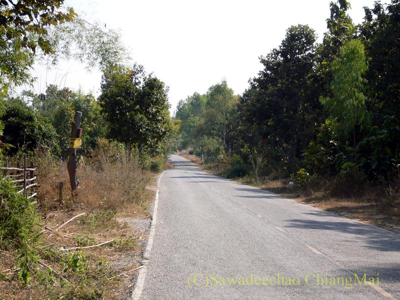 チェンマイ南のメーカーン渓谷プチドライブコースの状態のよくない道路