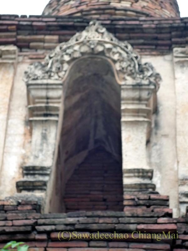 チェンマイ市内やや北部にある廃寺ワット・パーオーイの仏塔の中央部分