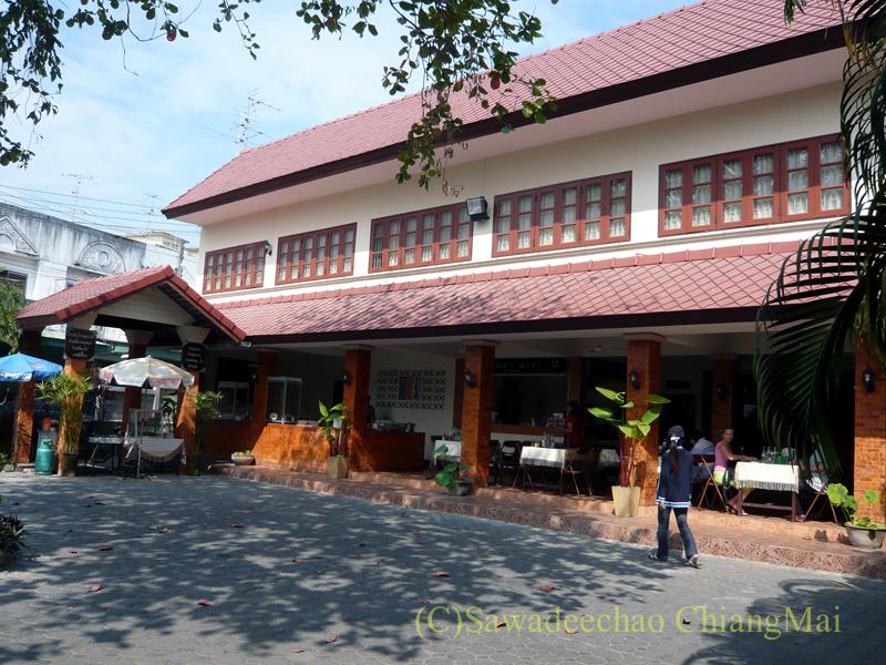 チェンマイにあるカーオマンガイの店、クリットオーチャーの店舗概観