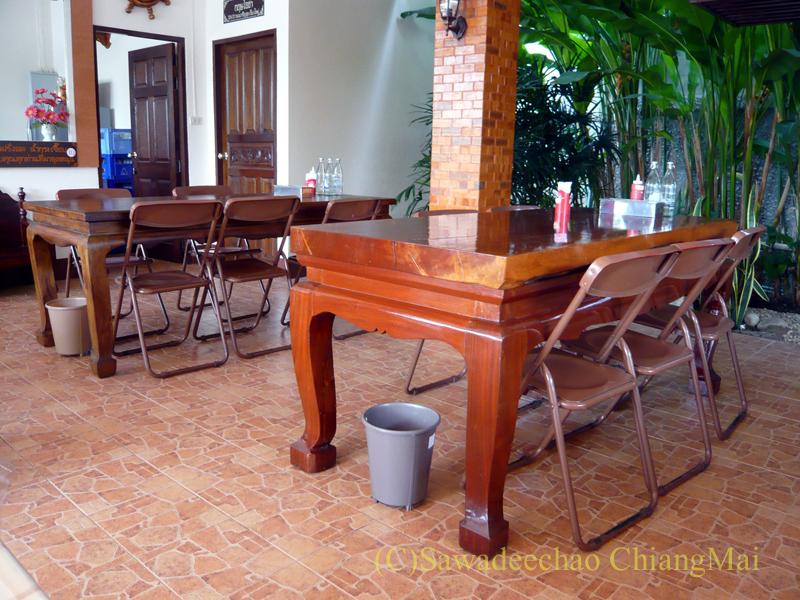 チェンマイにあるカーオマンガイの店、クリットオーチャーの店内
