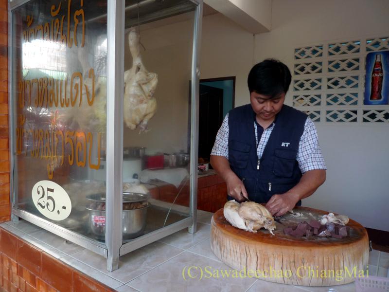 チェンマイにあるカーオマンガイの店、クリットオーチャーのキッチン