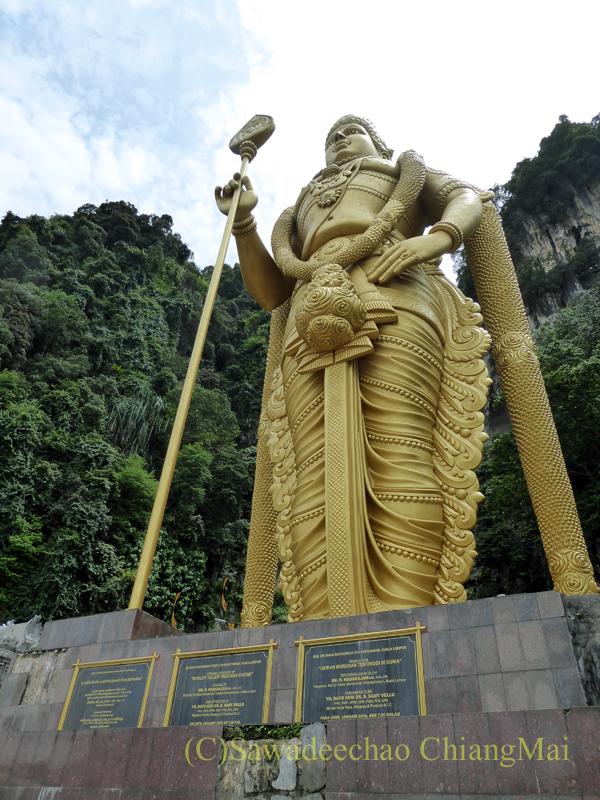 マレーシアのクアラルンプールにある寺院、バトゥケイブスのムルガン神像