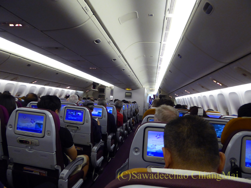 タイ国際航空TG121便エコノミークラスのキャビン