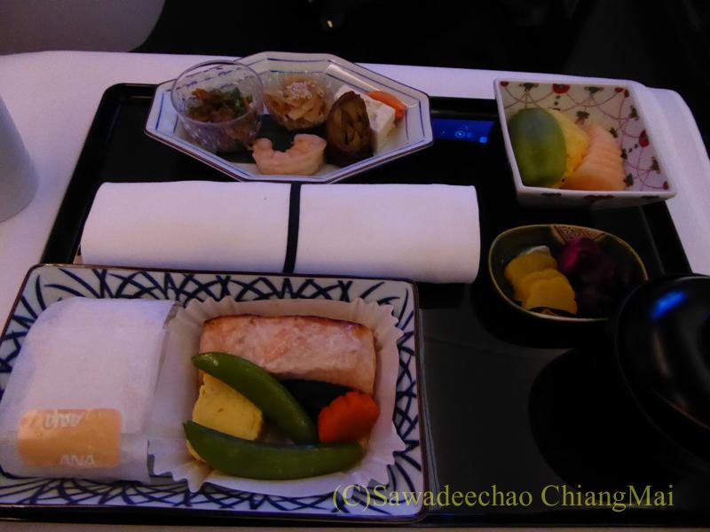 ANA全日空NH808便のビジネスクラスで出た朝食全景
