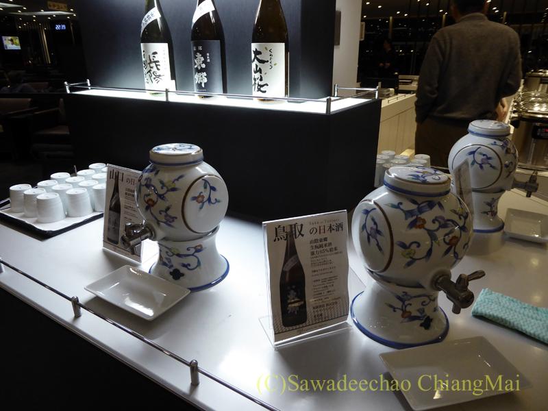 羽田空港国際線ターミナル全日空ANAラウンジのお酒コーナー