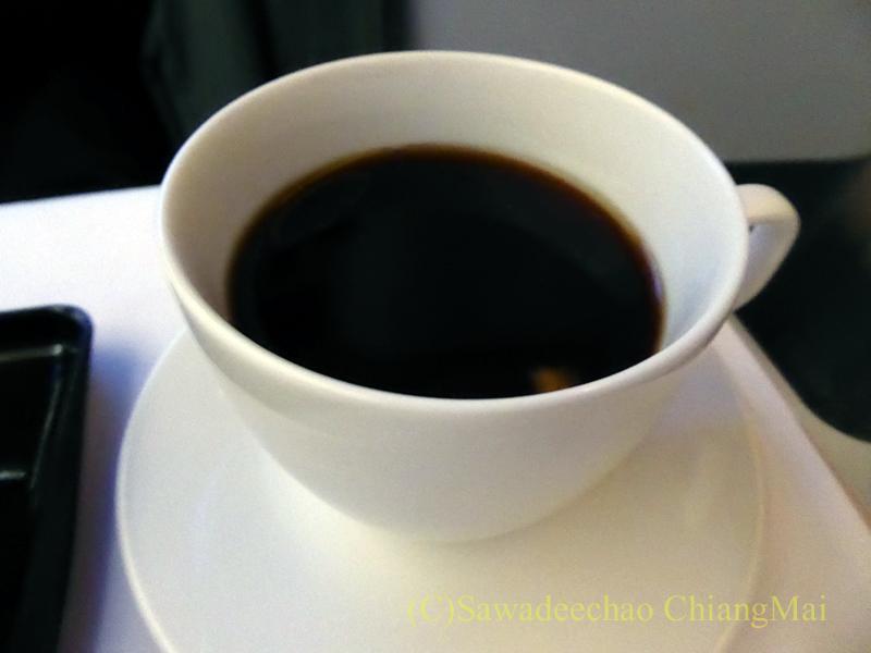 ANA全日空NH877便のビジネスクラスで出た機内食のコーヒー