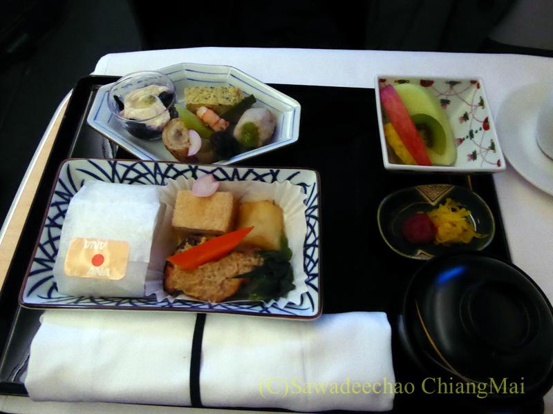 ANA全日空NH877便のビジネスクラスで出た機内食全景