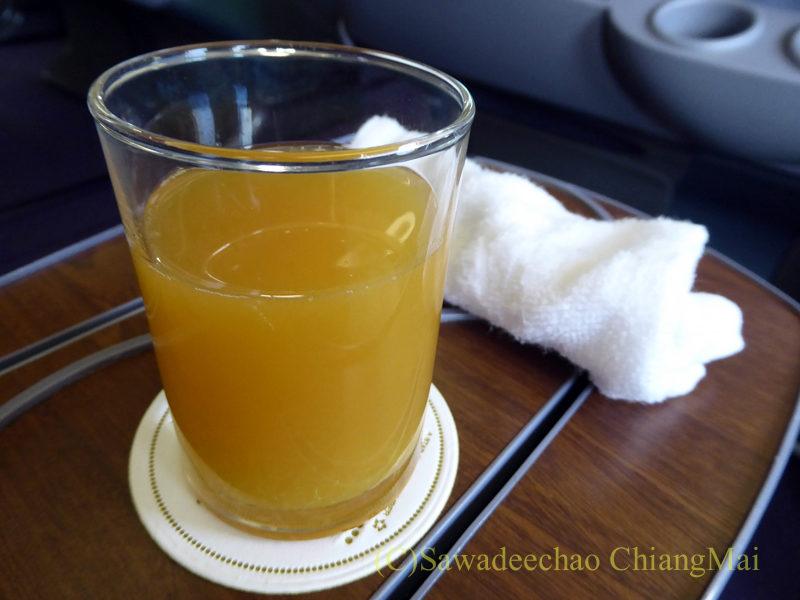 タイ国際航空TG102便ビジネスクラスのウエルカムドリンク