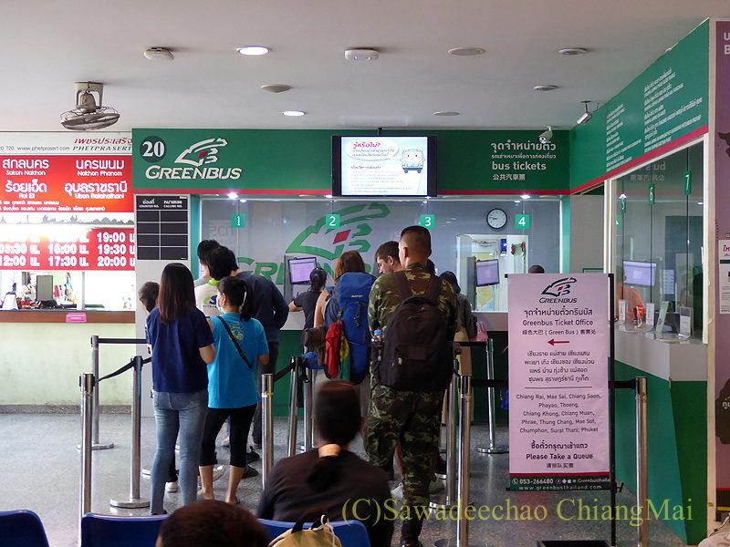 チェンマイにある新アーケードバスターミナルのグリーンバスチケット売り場