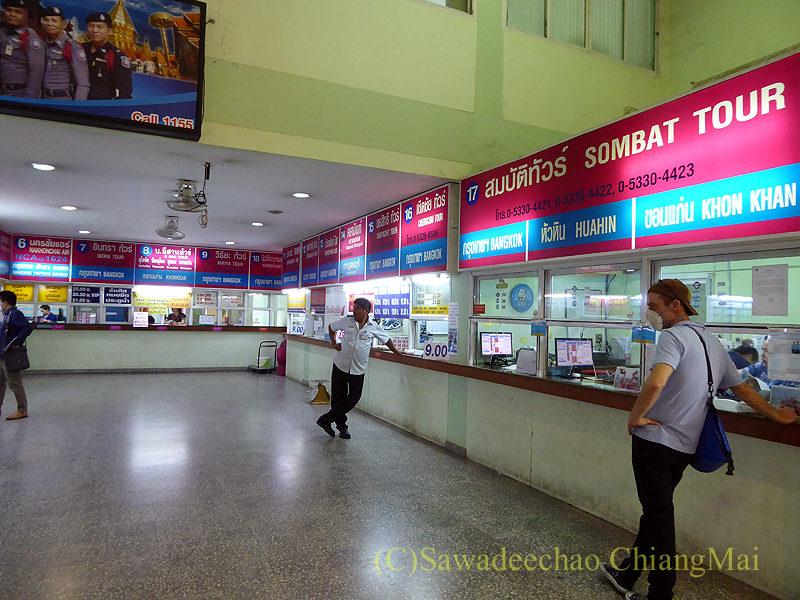 チェンマイにある新アーケードバスターミナルのバンコク行きチケット売り場