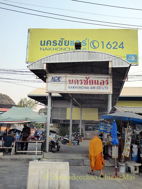 チェンマイのナコンチャイエアー専用バスターミナルの入口