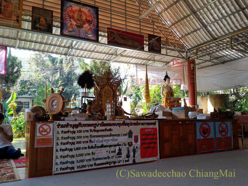 唯一存命のクルーバーがいるチェンマイの寺院ワットシードーンムーンの東屋