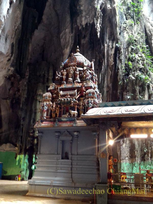 マレーシアのクアラルンプールにある寺院、バトゥケイブスのヒンドゥー寺院