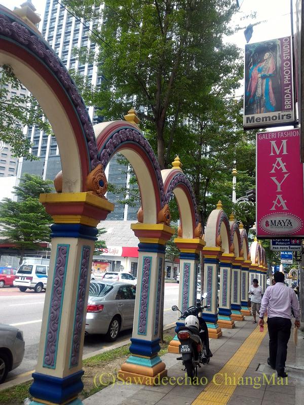 クアラルンプールのインド人街の歩道の装飾