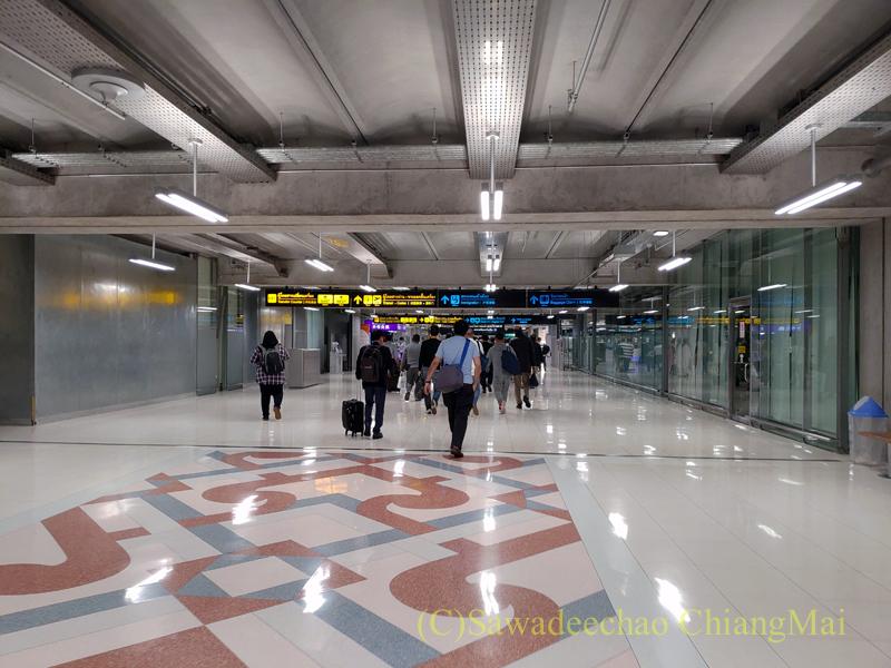 バンコク・スワンナプーム空港のホール