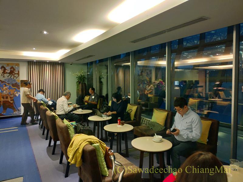 バンコク・スワンナプーム空港のタイ国際航空国内線ラウンジの内部