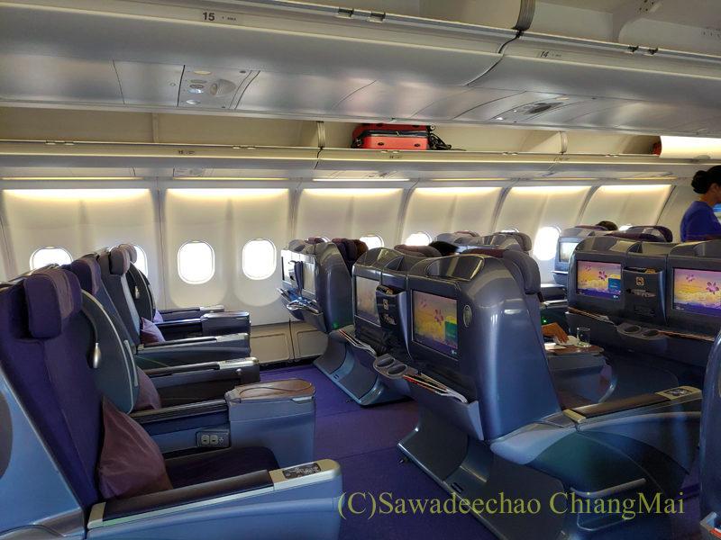 タイ国際航空TG102便ビジネスクラスのキャビン