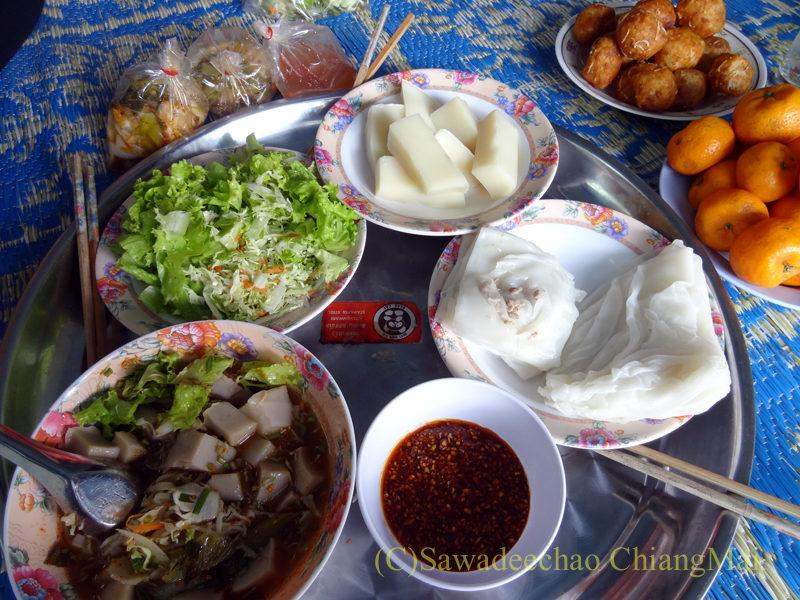 タイ最北端の街メーサーイの家で食べたタイヤイ(シャン族)料理全景