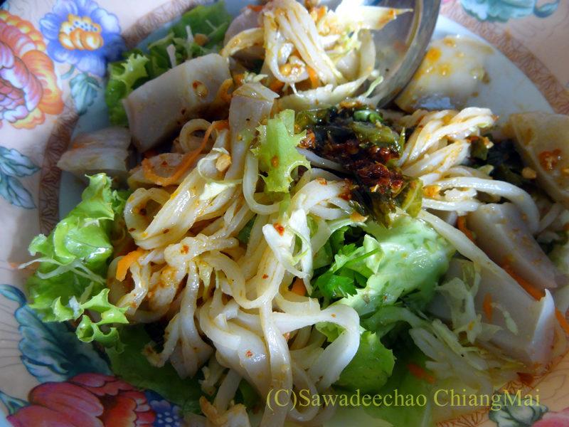 タイ最北端の街メーサーイの家で食べたタイヤイ(シャン族)料理の混ぜた後のカーオフントゥアサイナム
