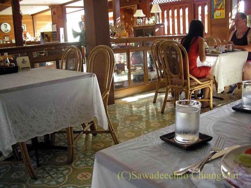 チェンマイにある中級ホテル、バーンユーサバーイブティックハウスの朝食会場