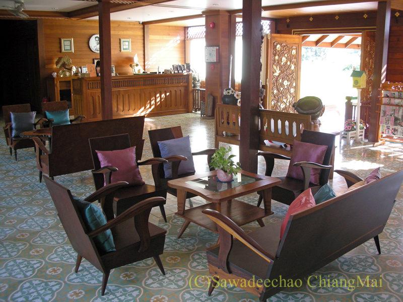 チェンマイにある中級ホテル、バーンユーサバーイブティックハウスのロビー